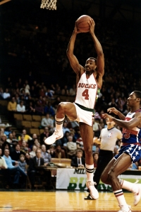 Sidney Moncrief drives to the basket